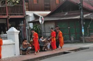Dag Bat, täglicher Almosengang der Mönche